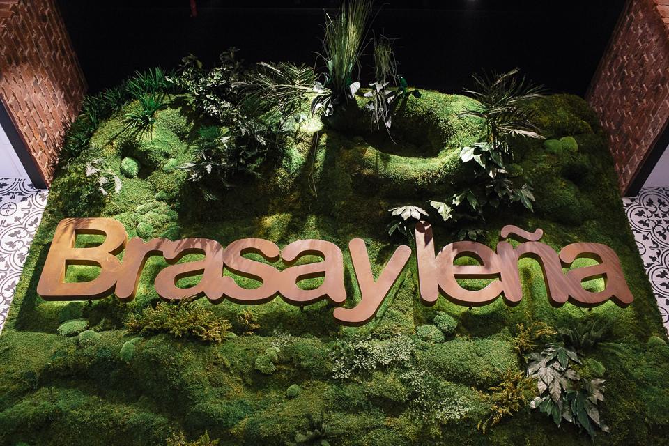 Jardín vertical decoración vegetal restyling Brasa y Leña
