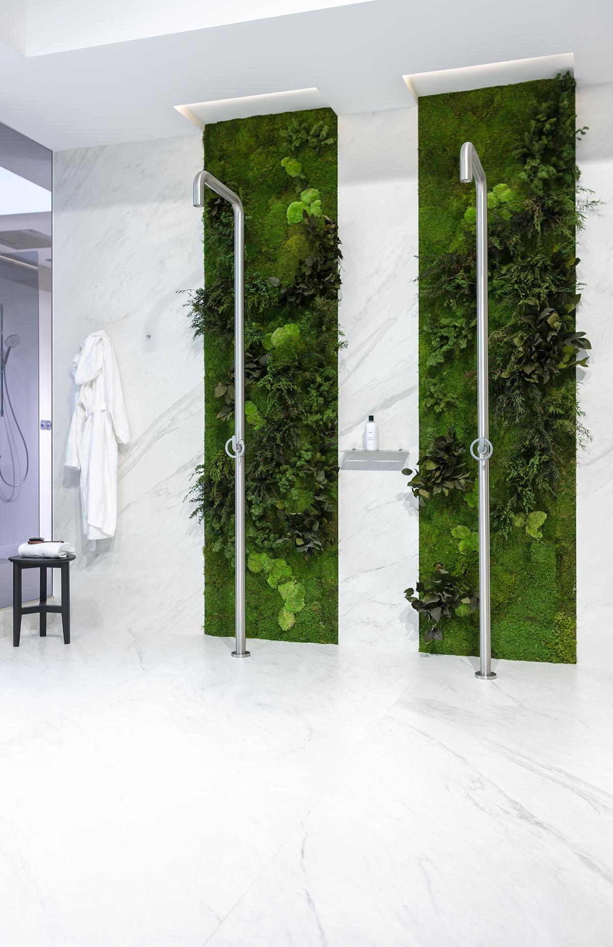 jardin-vertical-preservado-showroom-noken-baño