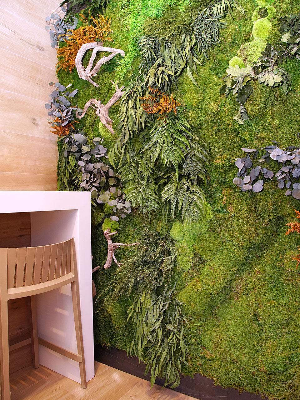 decoración-vegetal-restaurante-jarín-vertical-greenarea