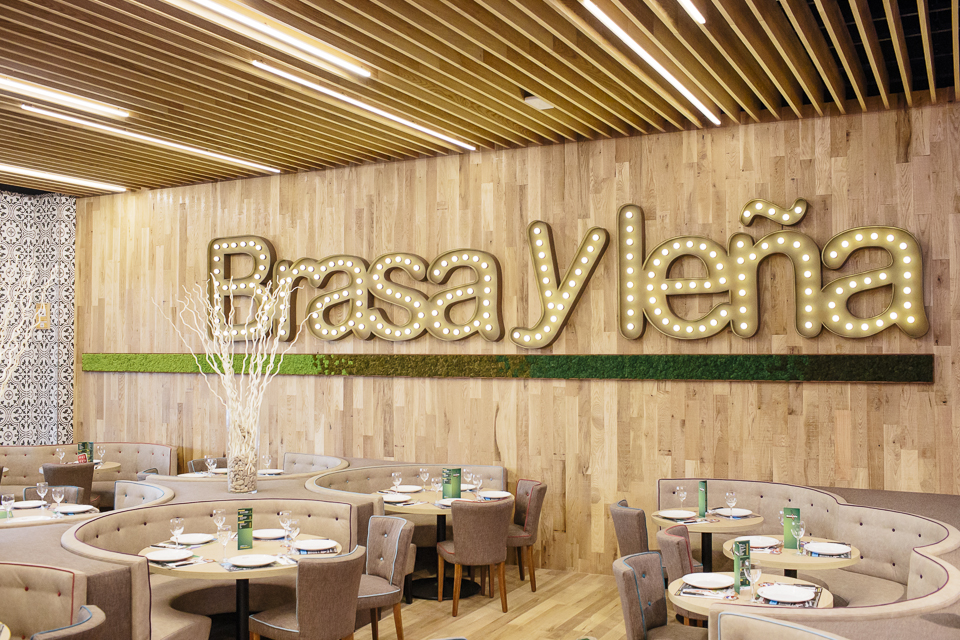 Logotipo letras corporeas vegetales restyling Brasa y Leña
