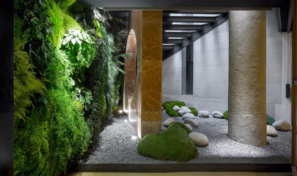 Jardines para interior Hotel Clarís