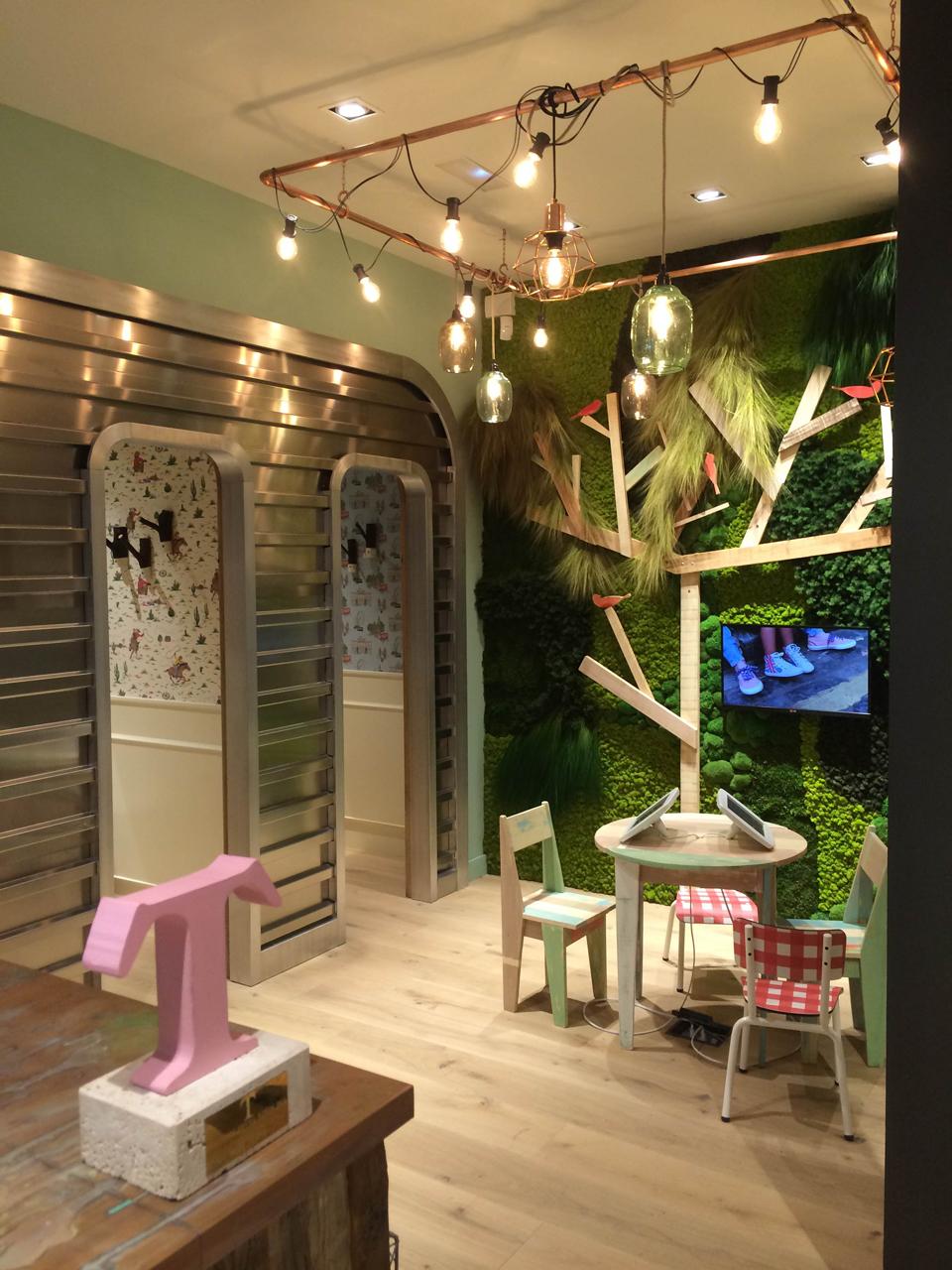 tienda-Pepe-Jeans-retail-jardin-vertical