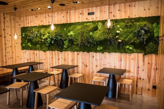 vertical-garden-restaurant-design-greenarea