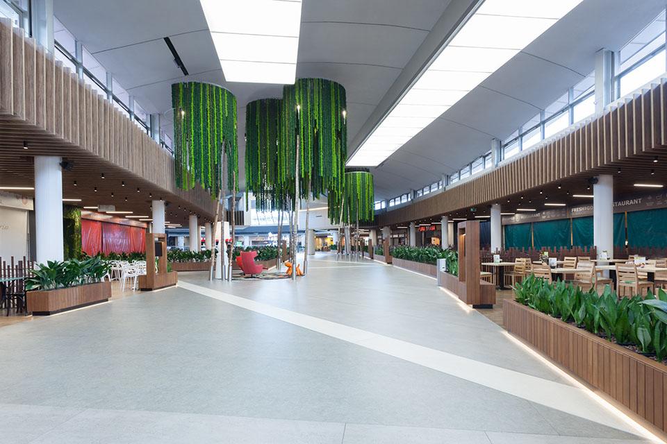 decoracion-vegetal-estilo-jungla-lianas-centro-comercial-greenarea