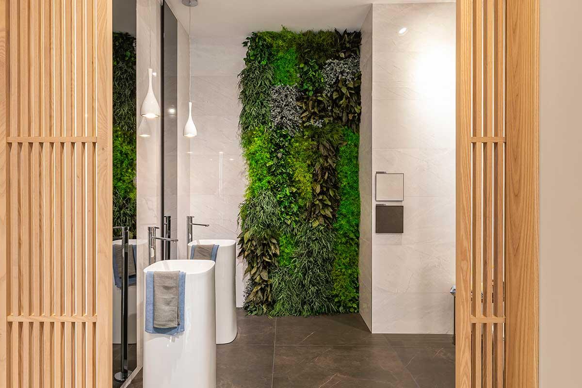 Diseño de jardín vertical con plantas preservadas sin mantenimiento